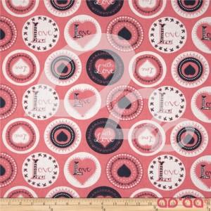 Tecido de Algodão com Letra 'L' e Love com Bolas e Corações Brancos, Pretos em Fundo Rosa